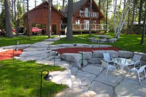 custom-home-rock-work-patio
